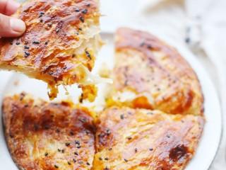 酥到掉渣的爆浆奶香芝士红薯饼,来吃一口呀。
