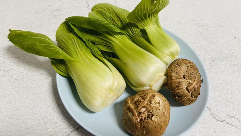 青菜炒香菇,准备好食材