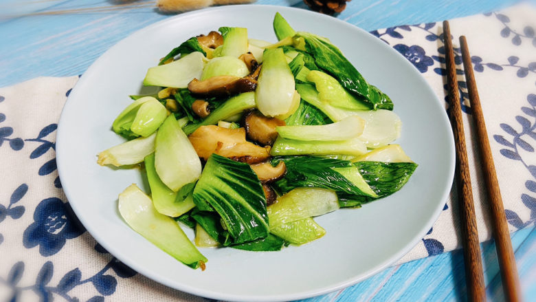 青菜炒香菇,成品图