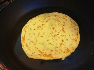 香脆蛋卷,在煎制两面酥脆即可。