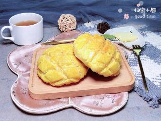 菠萝面包,一盘香气四溢的菠萝包就做好了。