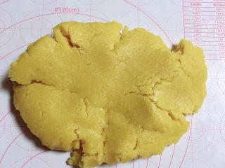 菠萝面包,冷藏好的菠萝皮料取出。