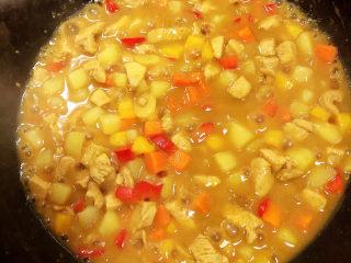 咖喱鸡肉土豆,最后收汁,留少许汤汁即可出锅了。