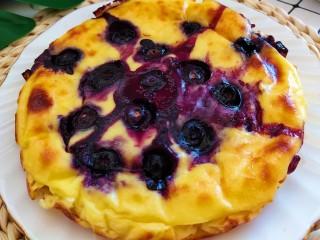 酸奶芝士蛋糕,蓝莓要烤到爆浆