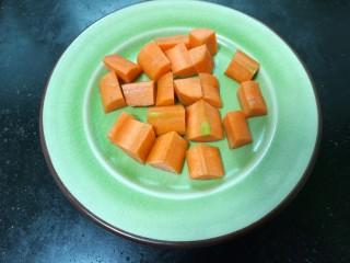 咖喱鸡肉土豆,胡萝卜洗净去皮切成均匀的块状