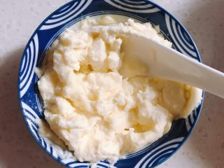 酸奶芝士蛋糕,奶油奶酪要提前解冻