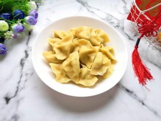 香菇虾仁饺子,装盘。