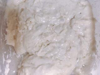 菠萝面包,把波兰教头的所有材料混合,提前一晚放入冰箱