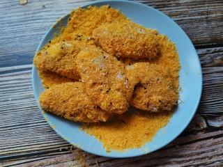 香酥炸鸡翅,再裹上面包糠