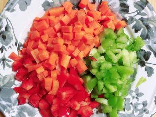 酱焖黄花鱼,蔬菜切好待用。