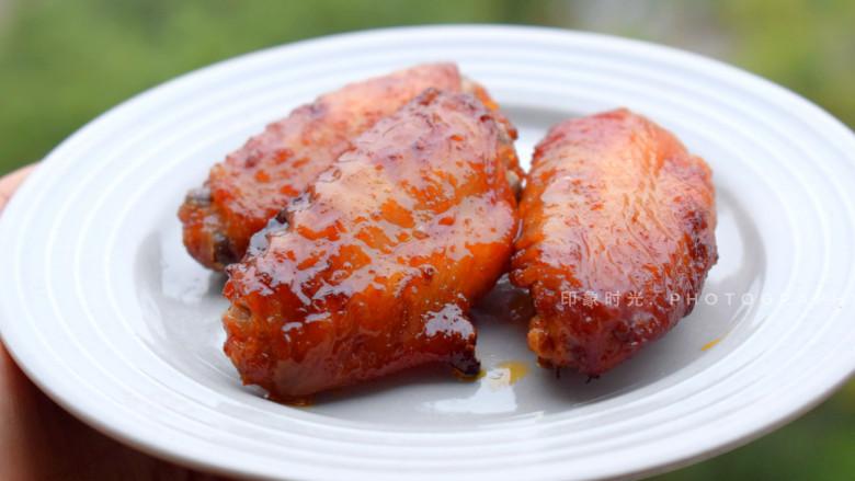 香酥炸鸡翅,烤好的鸡翅,皮脆肉嫩。