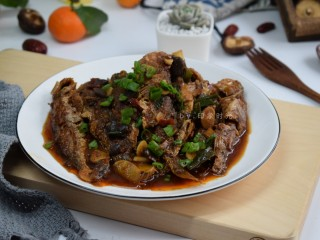 酱焖黄花鱼,非常下饭哦,一不小心就吃了三碗饭,酱香味十足。