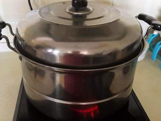 南瓜蒸糕,大火烧开后中火烧40分钟,关火后焖5分钟