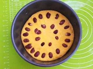南瓜蒸糕,在南瓜面上加入煮好的大红豆