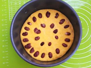南瓜蒸糕,再撒上一层大豆