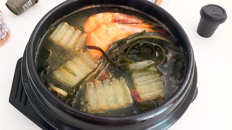 海带冬瓜汤,海带冬瓜汤可以吃了,清淡鲜美,营养丰富,不加任何香料,这是一道非常完美的减肥菜品~
