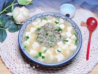 豆腐丸子汤,一碗鲜嫩的豆腐丸子汤就做好了,营养慢慢哟!