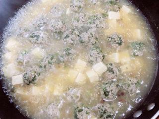 豆腐丸子汤,慢炖3分钟。