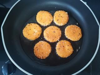 脆皮南瓜饼,一面金黄,翻过来煎另一面