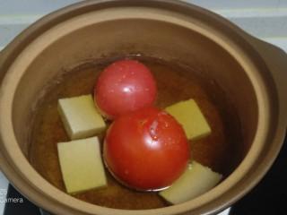 西紅柿燉雞腿、牛肉,放入啤酒