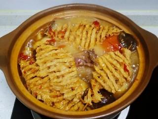 西紅柿燉雞腿、牛肉,煮50分鐘