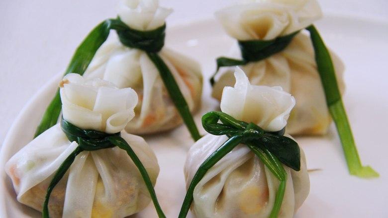 五彩福袋, 同样包好豆皮和大白菜叶的,也很漂亮。