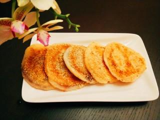 糯米蛋黄芝麻饼,早餐糯米蛋黄饼。