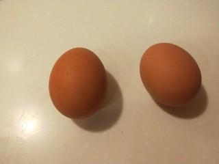 糯米蛋黄芝麻饼,鸡蛋煮熟包开。