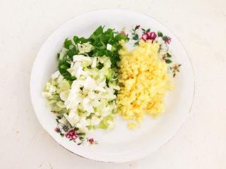 豆腐丸子汤,葱姜切成末