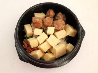 豆腐丸子汤,加入冻豆腐和肉丸
