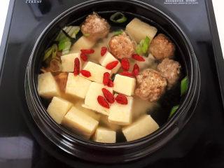 豆腐丸子汤,加入枸杞