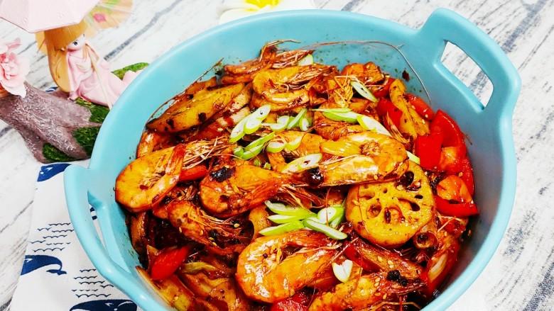 麻辣干锅虾,撒点葱花,美味的麻辣干锅虾就做好了