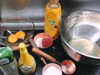 红丝绒蛋糕,准备好所有食材,蛋黄蛋清分离