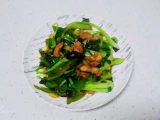 猪肉炒尖椒、上海青,盛出