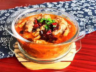 酸湯肥牛金針菇,酸湯肥牛金針菇湯鮮肉嫩味道美,香辣適宜,這是一道非常適合冬季的菜品,配上一碗米飯,太巴適了~