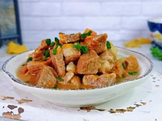 牛腩萝卜汤,牛肉营养丰富,好吃不胖,连汤带肉可以一起吃,特别好吃~