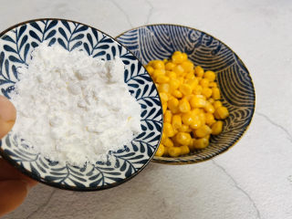 蛋黄焗玉米,倒入玉米淀粉