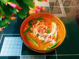 酸汤肥牛金针菇