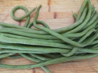 新年五彩繽紛餃子,豇豆煮熟切碎。