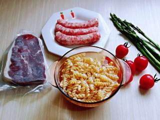 黑胡椒意大利面,準備好其它食材,食材可以任意搭配。
