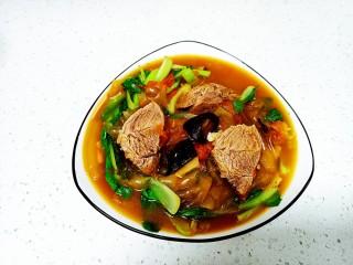 西红柿炖牛肉、香菇、粉皮