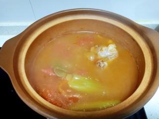 西红柿炖牛肉、香菇、粉皮,再煮40分钟