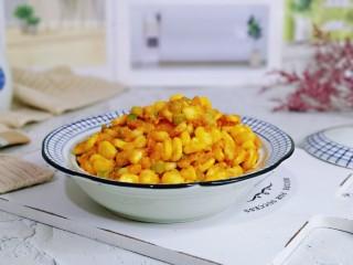 蛋黄焗玉米,盛出装盘,简单易学的家常菜。