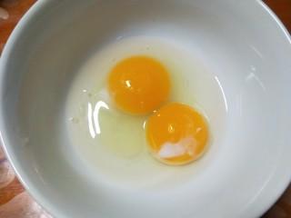 锅塌里脊,鸡蛋一个,在加一个蛋黄搅拌均匀。