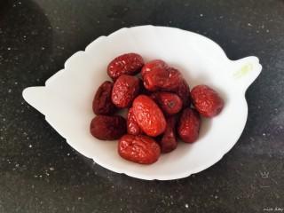 银耳莲子红枣汤,红枣
