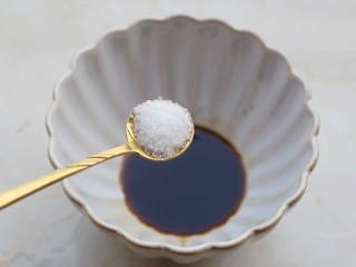 凉拌豆皮版花开富贵,1勺盐。