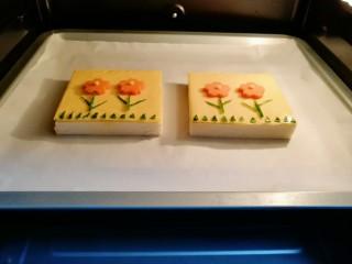芝士面包片,送入预热好的烤箱。