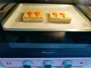 芝士面包片,上下管180度烤5分钟。