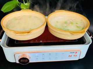 蔬菜虾仁粥,煮至浓稠即可关火。