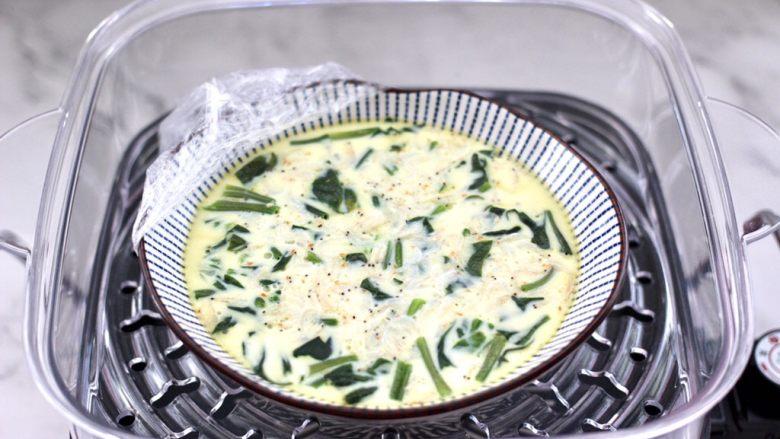 菠菜鸡蛋羹,营养丰富又鲜美无比的菠菜虾皮鸡蛋羹就出锅咯。